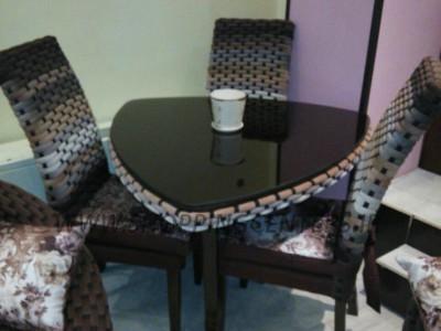 میز ناهار خوری سه نفره مثلث بافت با رنگ دلخواه شما