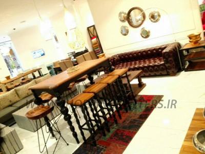 دکوراسیون میز بار میفر و صندلی های بار میفر